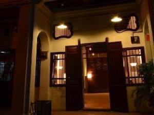 56 Red Inn