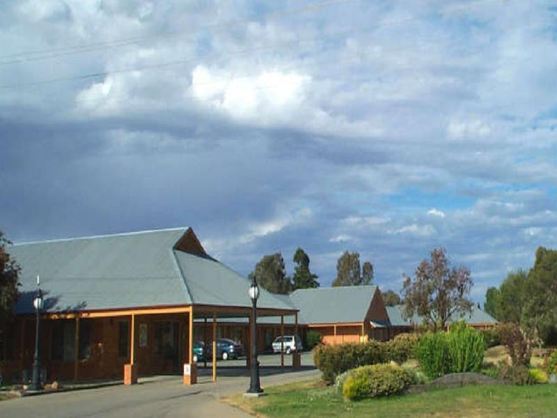 Bishop's Lodge Motor Inn