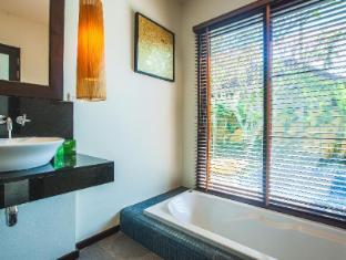 Two Villas Holiday: Oriental Style Layan Beach Phuket - Bathroom