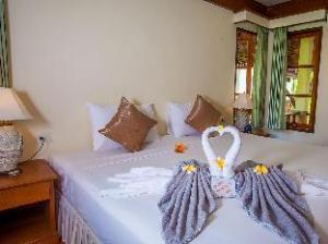 롱 베이 리조트  (Long Bay Resort)