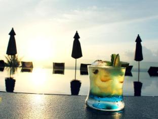 Ayara Kamala Resort Phuket - Drinks by the Pool
