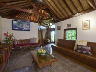 Elephant Safari Park Lodge Hotel Bali - Video Room