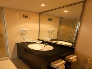 New Season Hotel Hat Yai - Bathroom