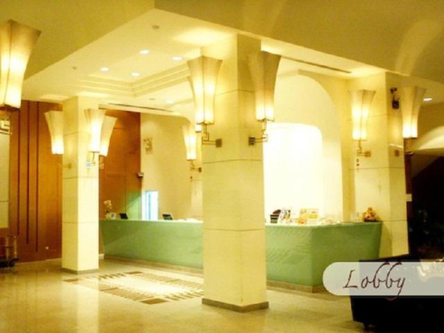 โรงแรมนิว ซีซั่น – New Season Hotel