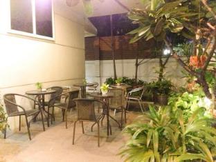 iCheck inn Sukhumvit Soi 2 Bangkok - Smoking Area