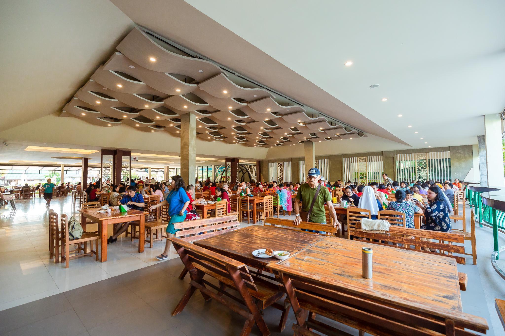 Varin Beach Resort วาริน บีช รีสอร์ต