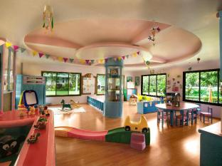 Le Meridien Phuket Beach Resort Phuket - Penguin Club for Kids (4-12 years)