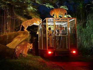 Mara River Safari Lodge Hotel Bali - Night Zoo