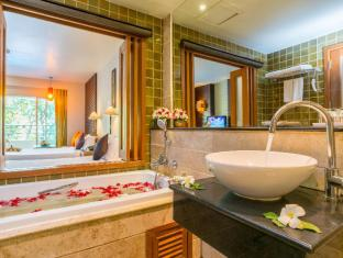 The Royal Paradise Hotel & Spa Phuket - Royal Wing Bathroom