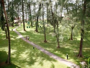 Amora Beach Resort Phuket - Garden