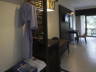 Amora Beach Resort Phuket - Amenities in room