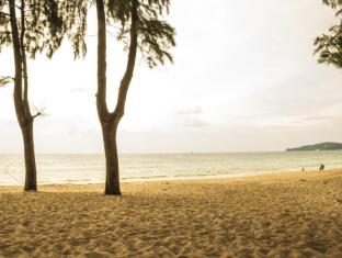 Amora Beach Resort Phuket - At beach in afternoon