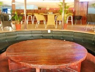 Country Club De Goa Hotel North Goa - Restaurant Interior