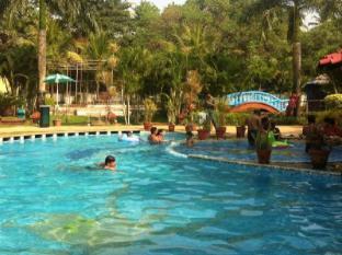 Country Club De Goa Hotel North Goa - Swimming Pool
