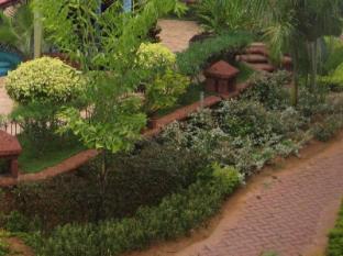 Country Club De Goa Hotel North Goa - Garden