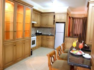 The Majesty Business and Family Hotel Bandung - Kitchen Area