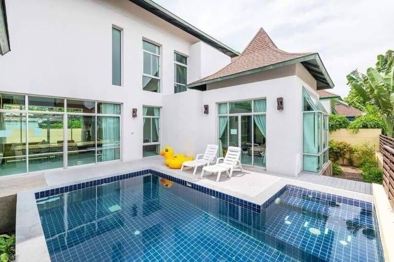 Stunning Giant 3BR Pool Villa L Max 8 Pax   VVP18
