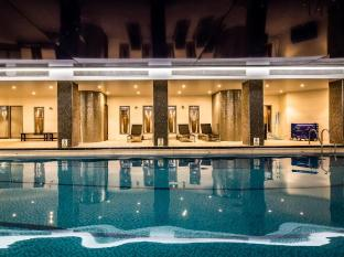 Kensington Close Hotel London - Swimming Pool