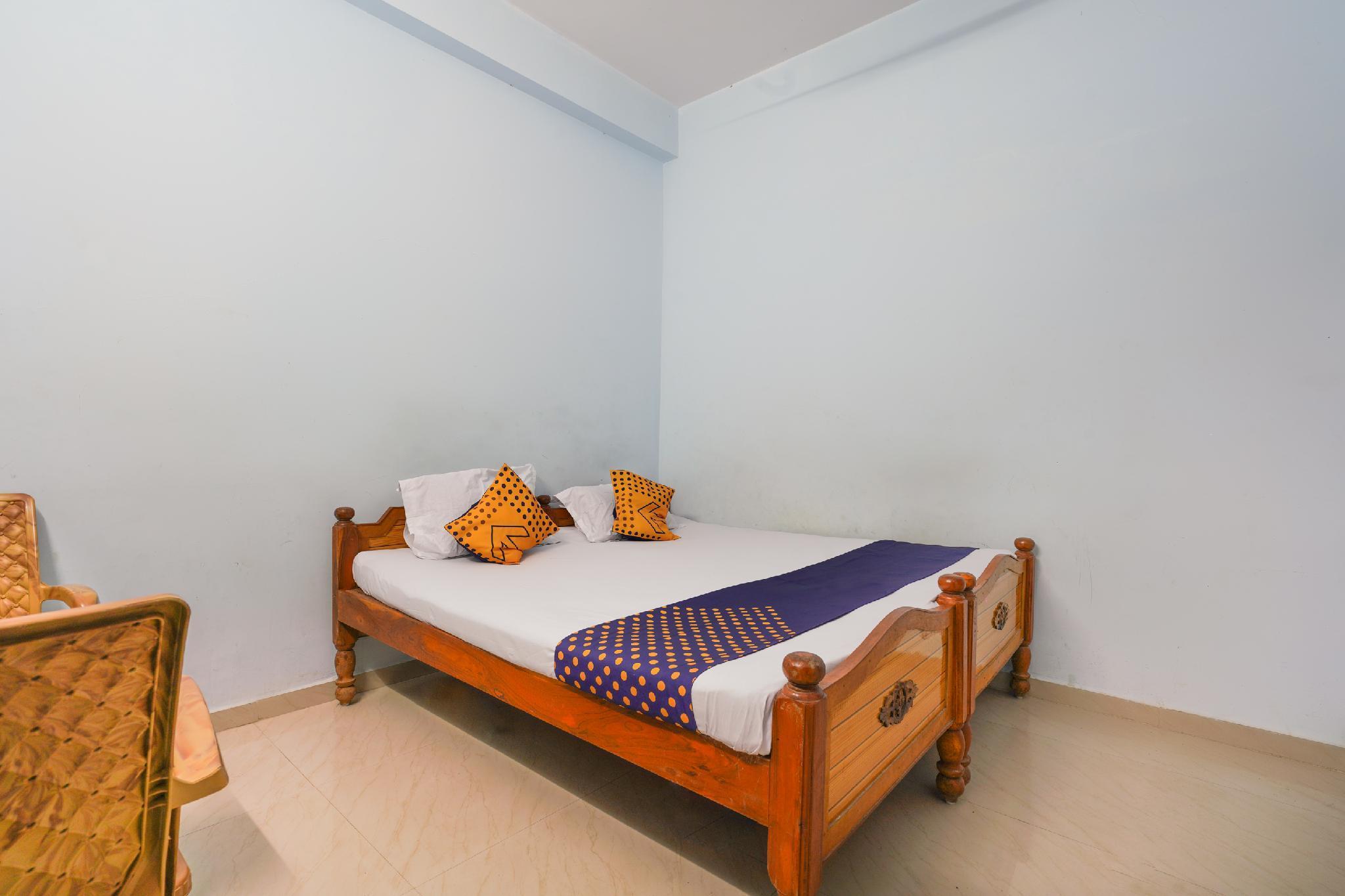 SPOT ON 63638 Mahalaxmi Lodge