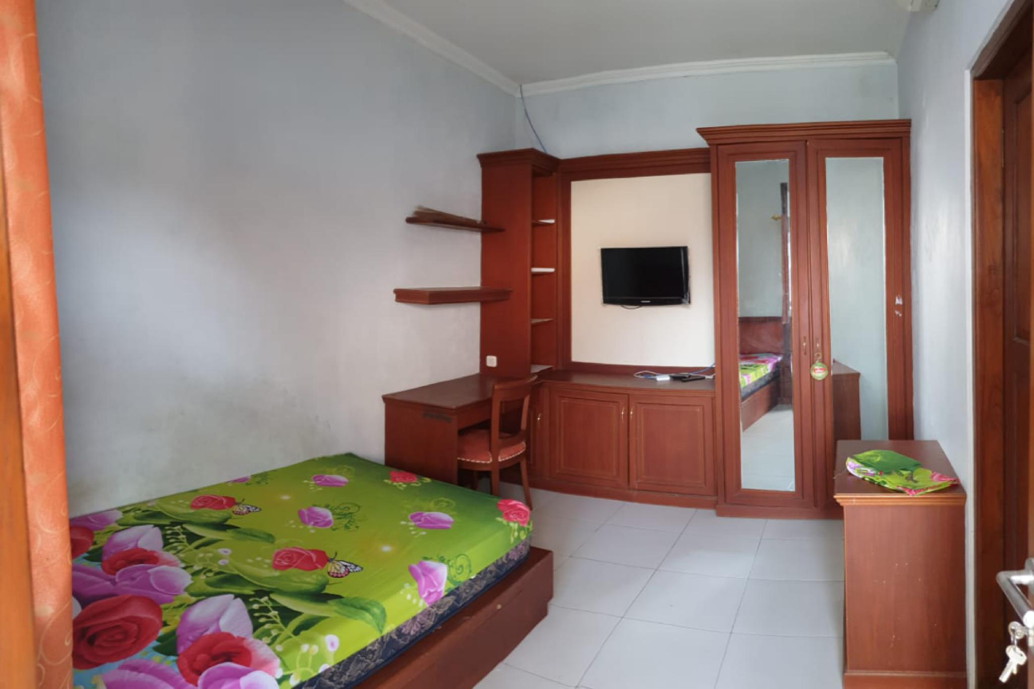 OYO Life 1950 Monginsidi Residence