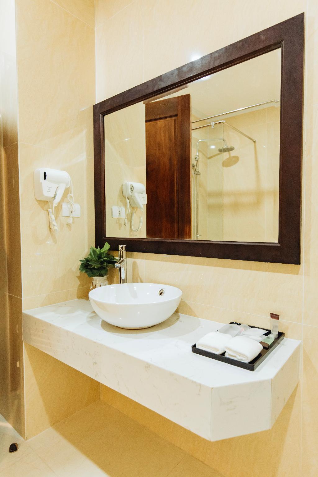 Paragon Noi Bai Hotel And Pool