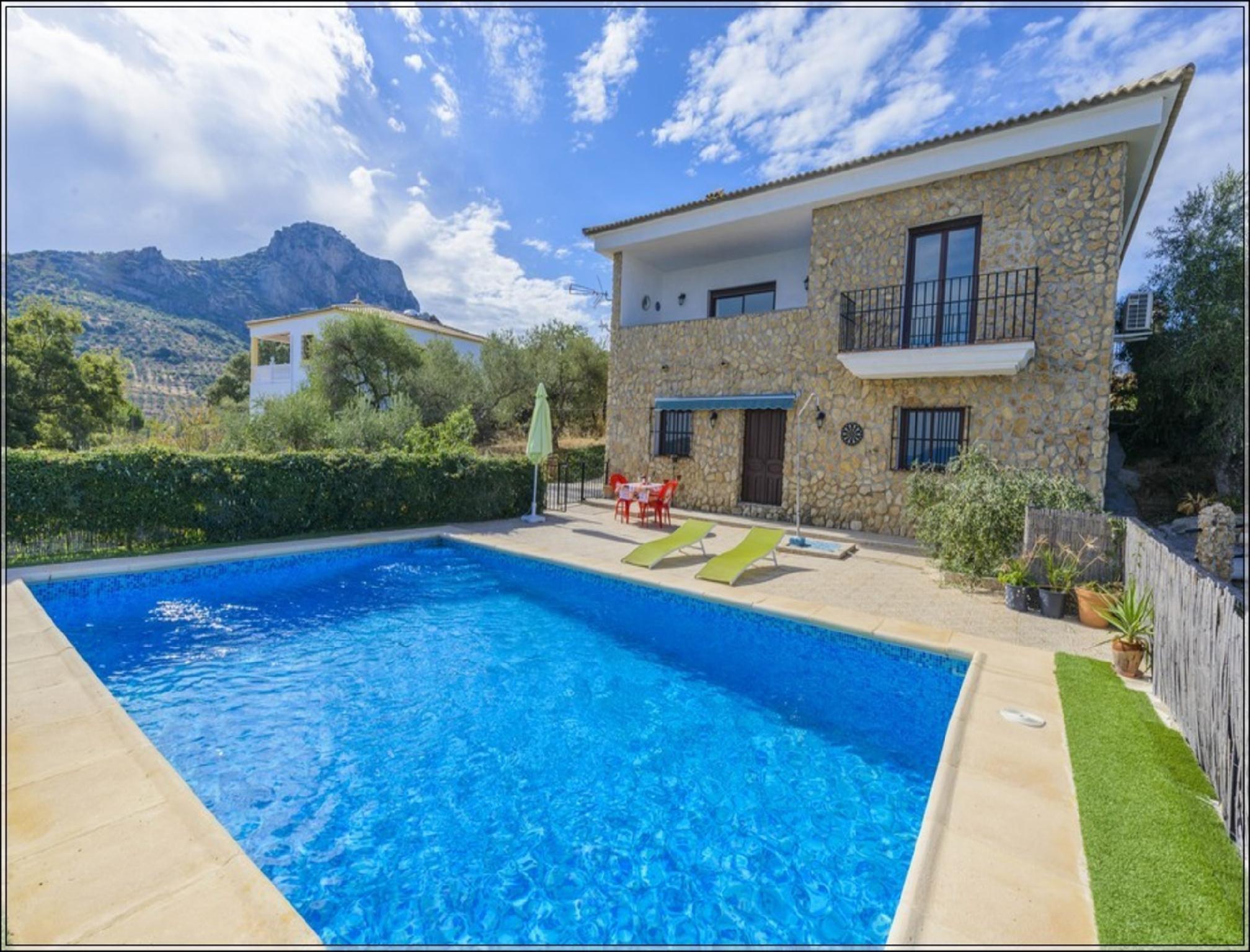 104240   House In El Gastor