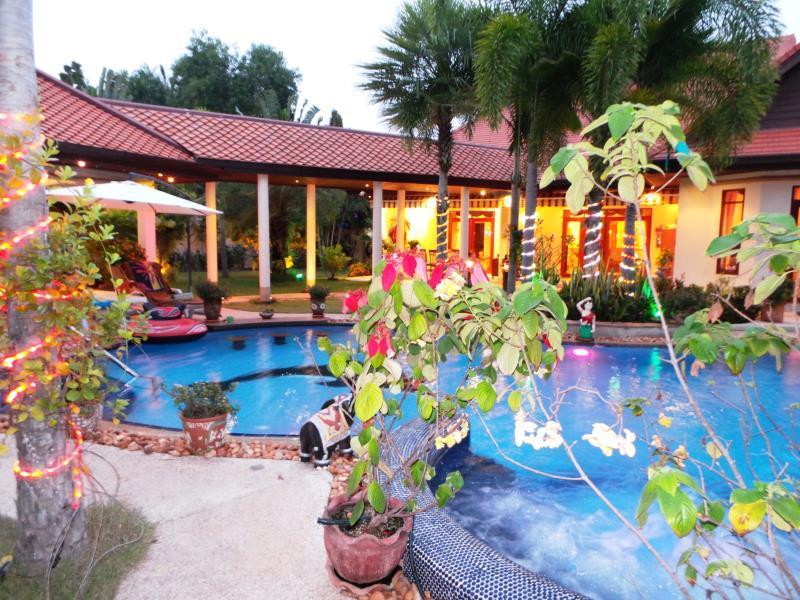Relaxing Palm Pool Villa & Tropical Iit Garden