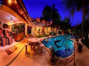 Om Relaxing Palm Pool Villa & Tropical Illuminated Garden (Relaxing Palm Pool Villa & Tropical Illuminated Garden)