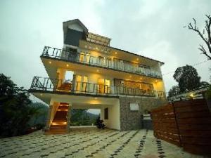 Keraladewdrops I Cloud Resort