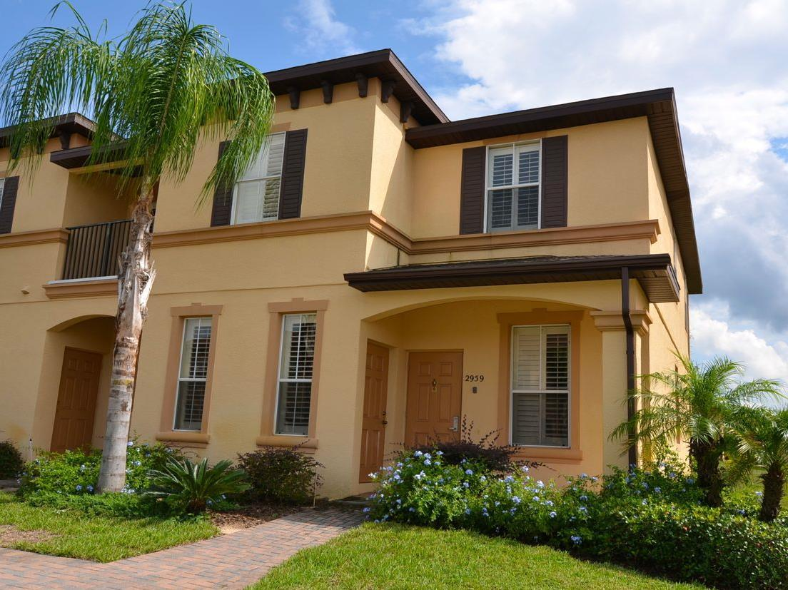 4 Bedroom Townhome At 2959 Calabria Avenue