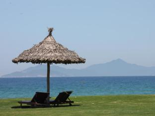 Garden Apartment By The Pool in 5-Star Ocean Villas Beach Resort