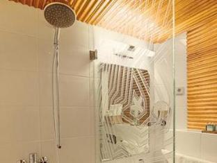 Hotel Klaus K Helsinki - Bathroom