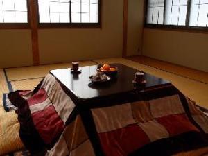 冈山旅馆 (Ryokan Okayama)