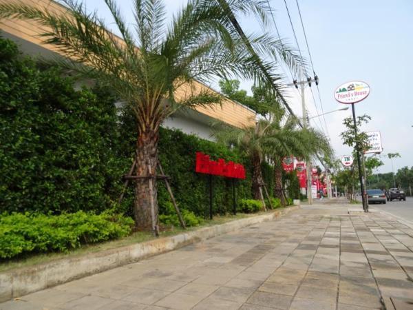 Friends House Resort Bangkok