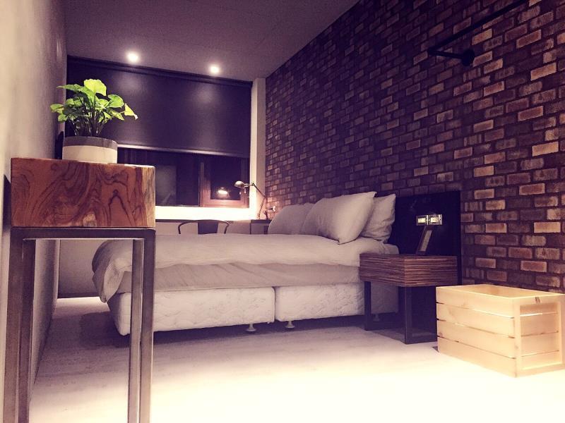 O2 Hotel M12