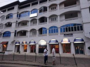 Vista Apartments at River Road