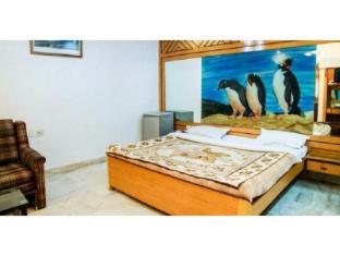 Vista Rooms near Rabindra Sadan Metro Station
