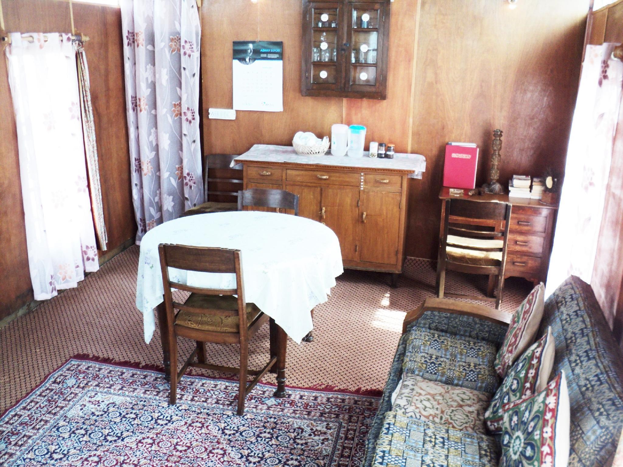Review Houseboat Kohiisar