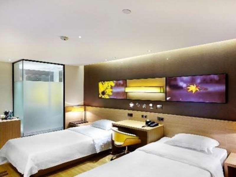 IU Hotel Lvliang Xiaoyi Zhenxing Street Branch