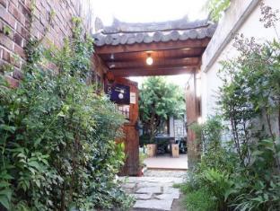 /fr-fr/in-yeon-hanok-guesthouse/hotel/jeonju-si-kr.html?asq=vrkGgIUsL%2bbahMd1T3QaFc8vtOD6pz9C2Mlrix6aGww%3d