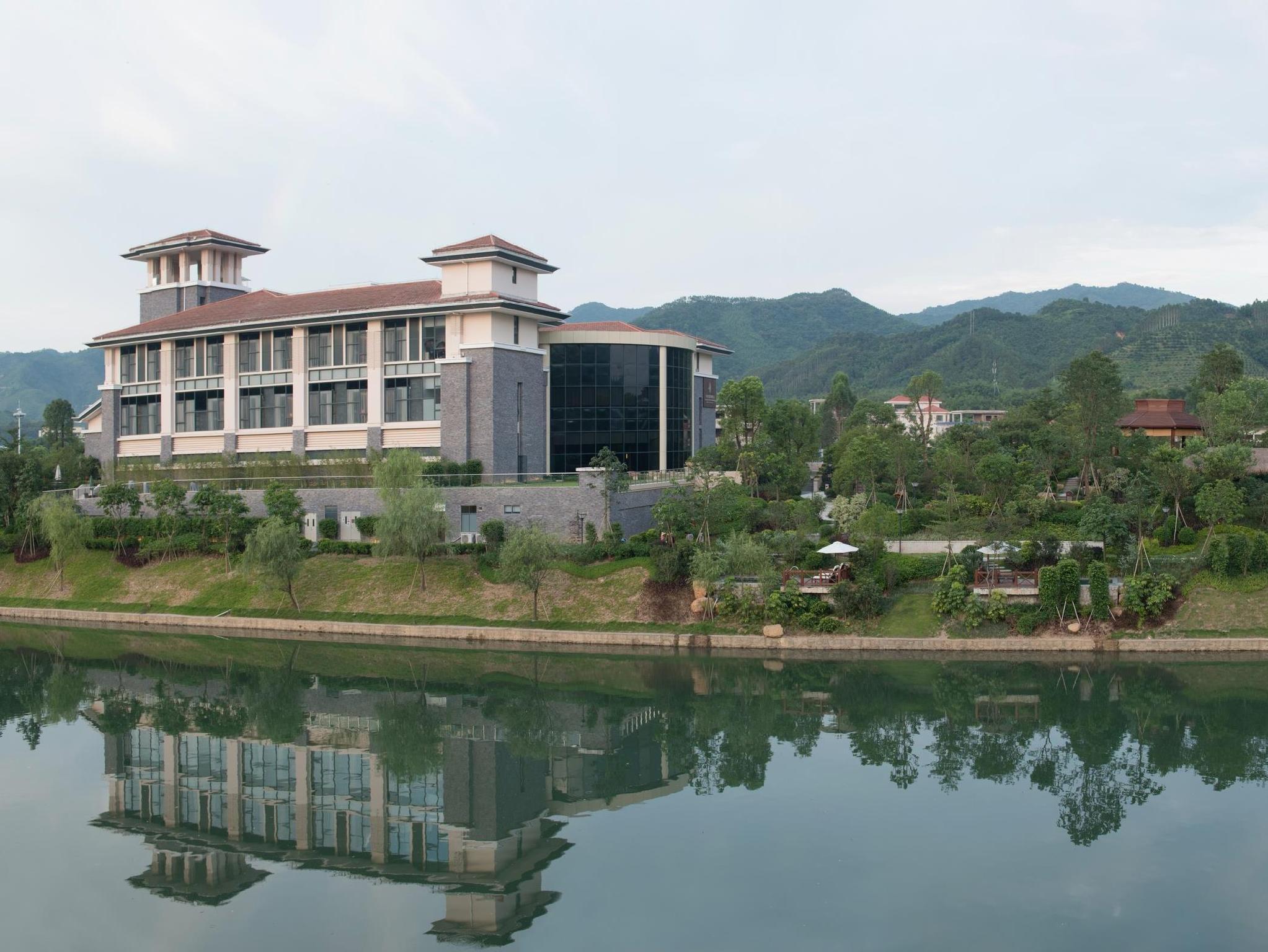 RandF LN Garden Hotspring Resort