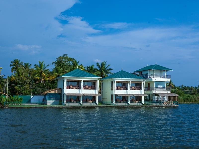 Review Kadavil Lakeshore Resort