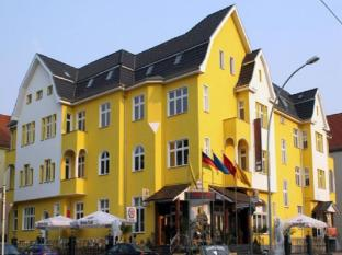 โรงแรมเอ็นทรีคาร์ลชอร์สต์
