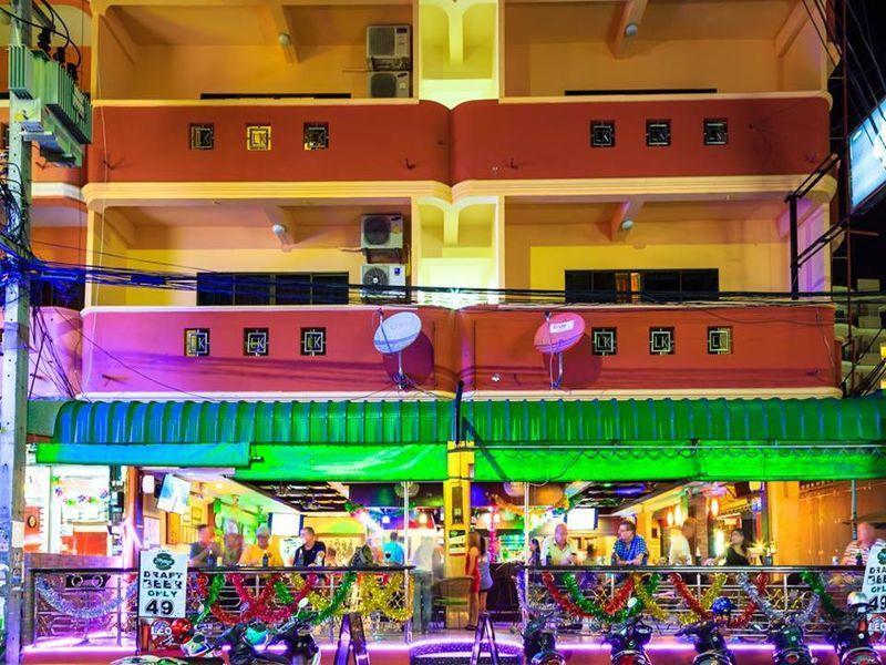 Harrys Hotel Bar And Restaurant