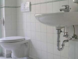 Old Town Hostel Berlin - Bathroom
