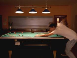 Amstel House Hostel Berlin -  billiard