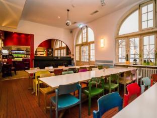 Amstel House Hostel Berlin - Dinig Room / Bar