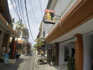 Kuta Beach Hostel - Bali