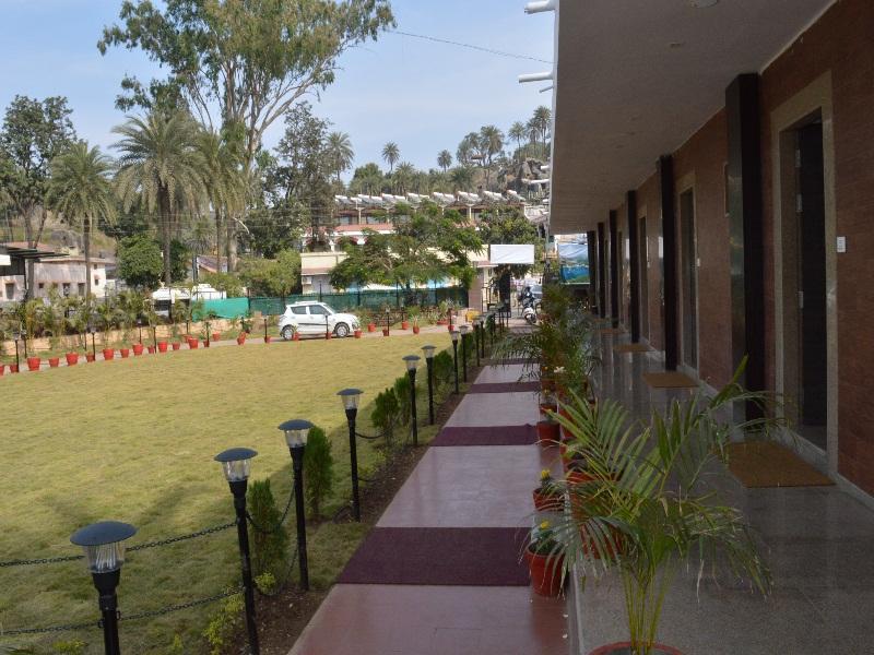 Royal Garden Retreat