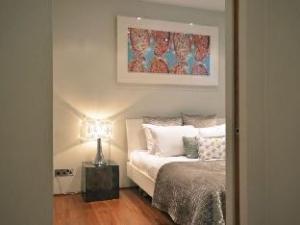 Uber Ultra Modern Conversion in Kensington Apartment